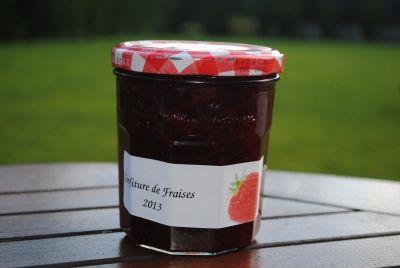 Testé par joli doudou: Confiture de fraise au thermomix: 1) 780g fraise/400g sucre confiture 2) 740 g fraise/350 g sucre confiture=4 pots 1/2 en tout