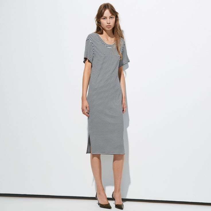 FWSS Turtles is a ribbed stretch dress with relaxed fit, round neck and subtle side slits.