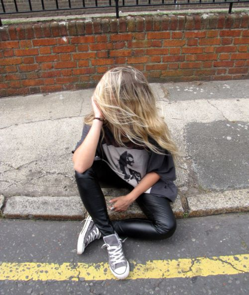 gray converse + leather leggings.