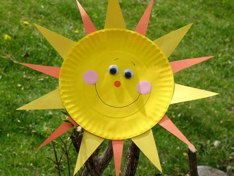 Paper Plate Sun Sunshine just screams summer! Kids can bring some sunny