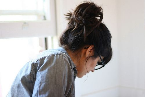 .: Fit Workout, Messy Hair, Workout Fit, Work Hair, Denim Shirts, Messy Buns, Everyday Hair, Lazy Hair, Hair Buns