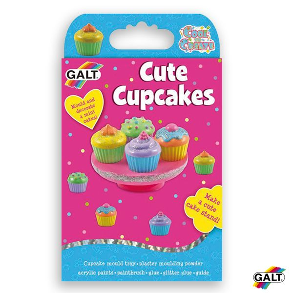 Pastelitos Divertidos - Ref. 503412 Moldea y pinta 4 mini-pastelitos y un soporte para tartas para presentarlos. ¡Un fabuloso kit con yeso para moldear! Contiene: bandeja, polvo de yeso, 6 x 5 ml de pinturas acrílicas, pinceles, pegamento, pegamento brillante y guia de instrucciones.  Medidas: 26,5 x 15,5 x 3,5 cm