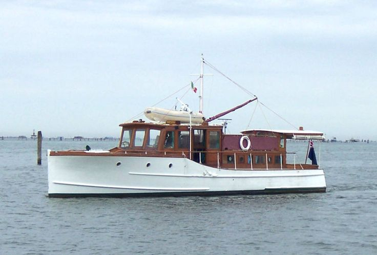 classic yachts   Classic Motor Yacht Papoose, Gentleman's Cruiser, fine american ...