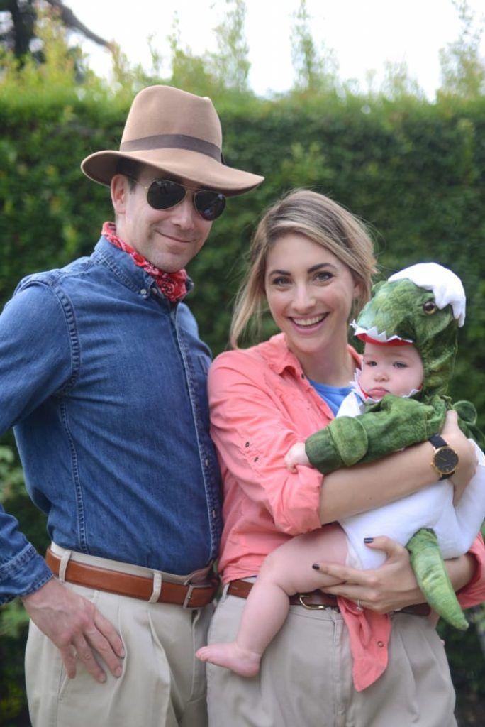 DIY Family halloween costumes Jurassic Park dinosaur #theeverymom
