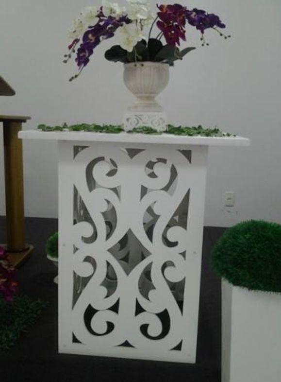 Mesa arabesco de 50x50x80 desmontável com tampo de 80x80 , esse preço é para duas mesas e dois tampos.Pintados!!!
