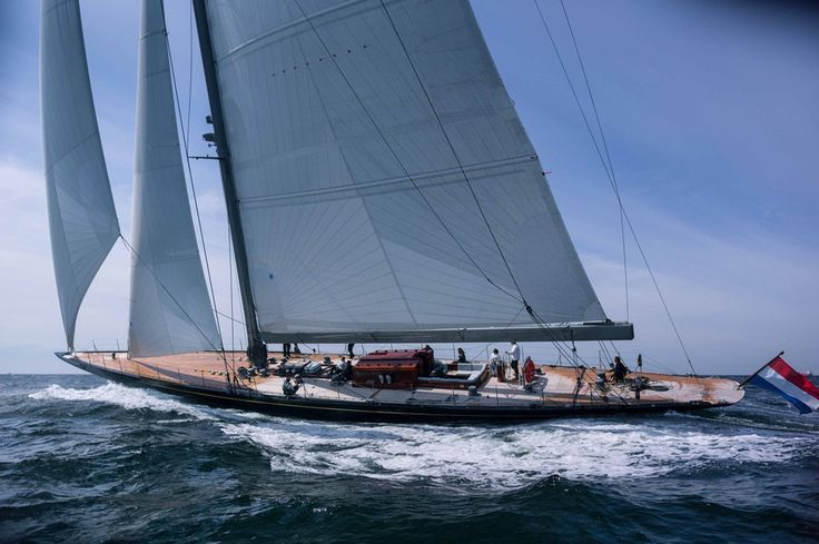 Rainbow sails upwind from yachtworld.com