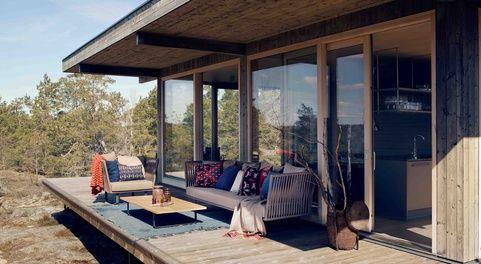 Referensbilder #sommarnojen #scandinavia #architecture #porch #sommarhus #fritidshus #naturmaterial #skandinaviskdesign #skandinaviskarkitektur