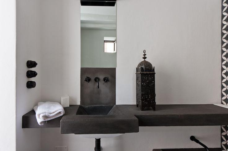 #bathroom #modern #minimalist #black&white