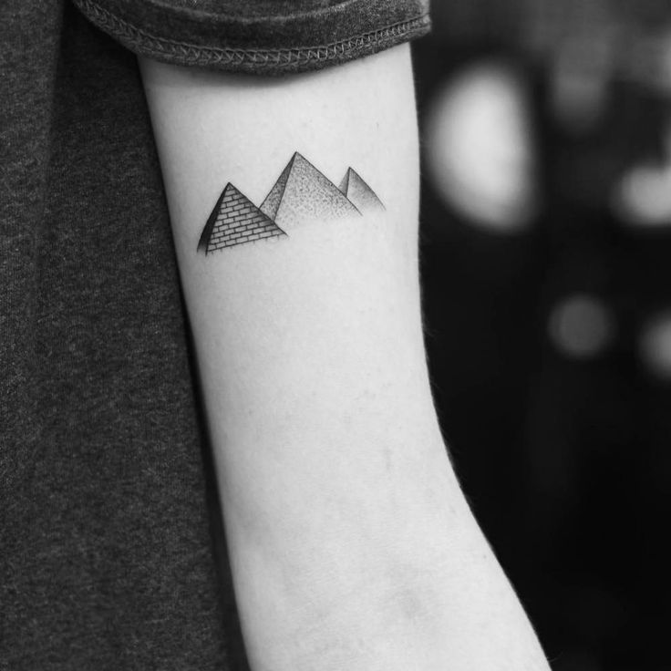 Egyptian Pyramids on the left bicep.