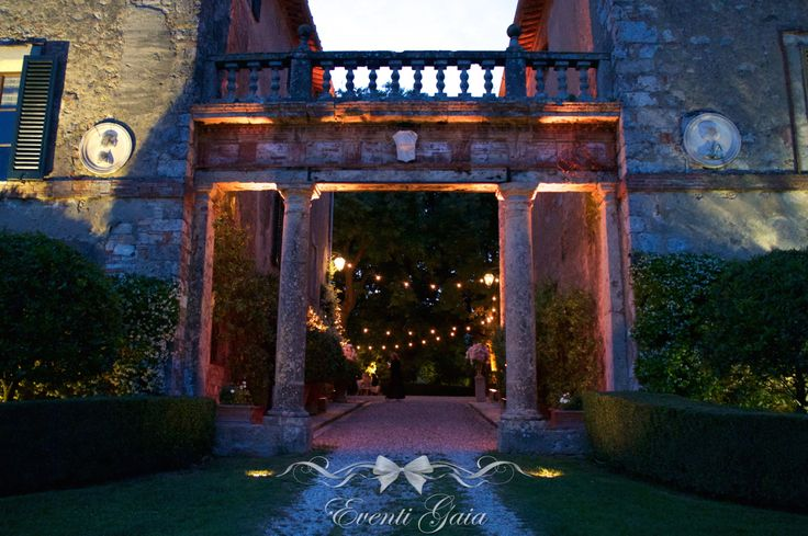 Special atmosphere by @eventigaia  Tuscan Wedding Venue #weddingitaly #weddingplanner #weddingplanneritaly #luxurywedding #tuscanwedding #weddings #gold #weddingvenue #venue