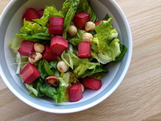 lidt om alt - og meget om mad: salat med bagte rabarber