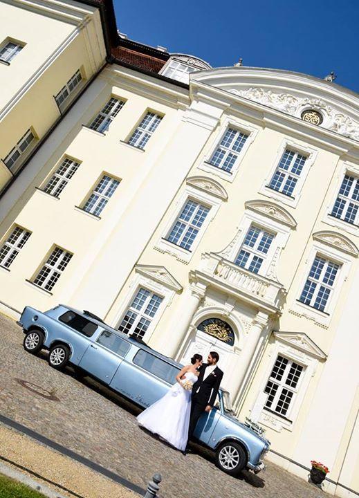 Die hellblaue XXL Trabi Limousine auf Hochzeitsfahrt. Ein himmelblauer Trabbi Traum!