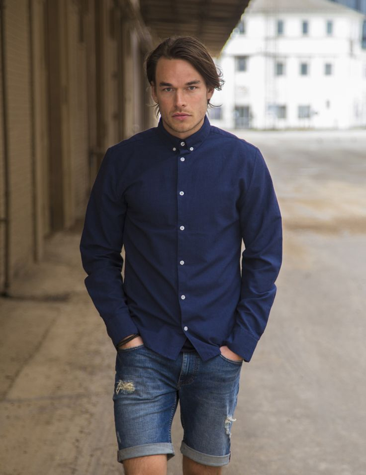 RVLT - men's fashion. A classic RVLT shirt - slim fitted.