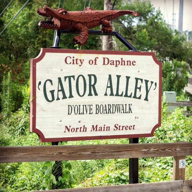 Gator Alley in Daphne, AL | www.PenLensPaintbrush.com