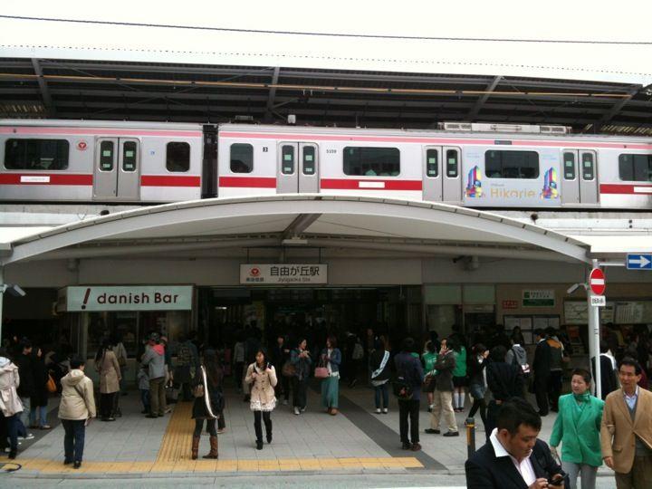 自由が丘駅 (Jiyugaoka Sta.)(TY07/OM10) : 目黒区, 東京都