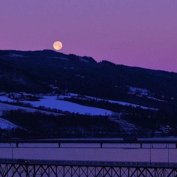 Full moon over Vingnesbrua Lillehammer Mjøsa