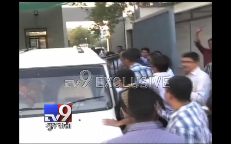 Ahmedabad Crime Branch detained Hardik Patel led Patidar Anamat Andolan Samiti's top three leaders Chirag Patel and Dinesh Patel. Sardar Patel Group's #LaljiPatel also detained from outside the Gujarat High Court. Dinesh and Chirag Patel are booked under sedition charge. More details are awaited.   Subscribe to #Tv9 Gujarati https://www.youtube.com/tv9gujarati Like us on #Facebook at https://www.facebook.com/tv9gujarati Follow us on #Twitter at https://twitter.com/Tv9Gujarat