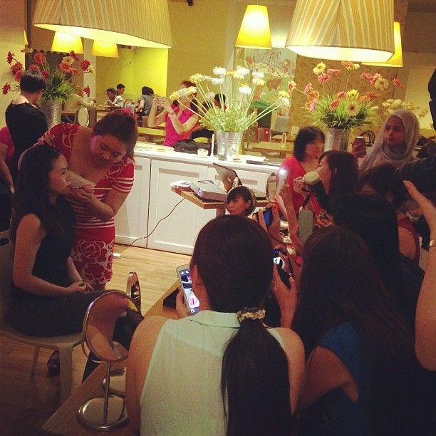 "@liewhengwen's photo: ""#beauty #demo #revlon #mivva #3dlips #lipstick"""