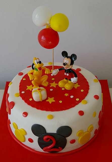 Tarta Mickey Mouse 2 by Tartas y nubes de azúcar, via Flickr