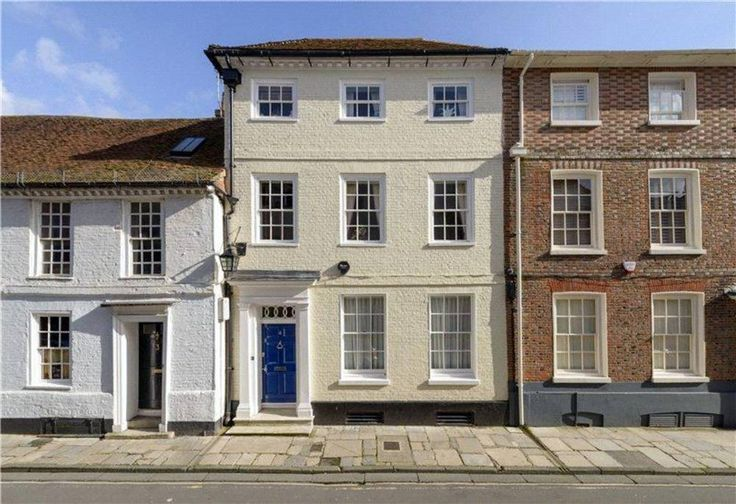 A recently #renovated #Georgian townhouse with at the heart of Chichester city centre.