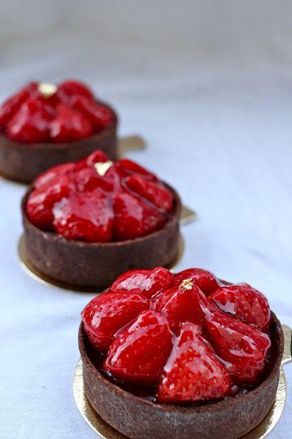 mini chocolate strawberry tarts