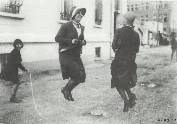 Beyoğlu, İstanbul 1930 /  Selahattin Giz ( Selanik, 1914 - istanbul,1994 ) Arşivi - Archive