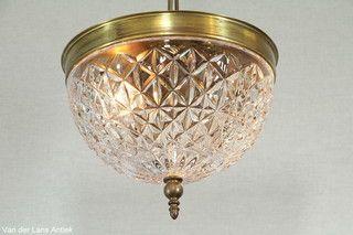 Klassieke plafonniere 26405 bij Van der Lans Antiek. Meer antieke lampen op…