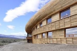 Hotel Tierra Patagonia, Chile  Arquitectos: Estudio AI.  Materialidad: Hormigón armado, acero, madera lenga.  http://aoa.cl/oficina/estudio-ai/
