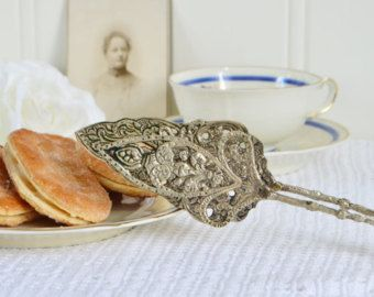 https://www.etsy.com/se-en/listing/468579382/biscuit-candy-and-cookie-tongs-vintage?ref=shop_home_active_3