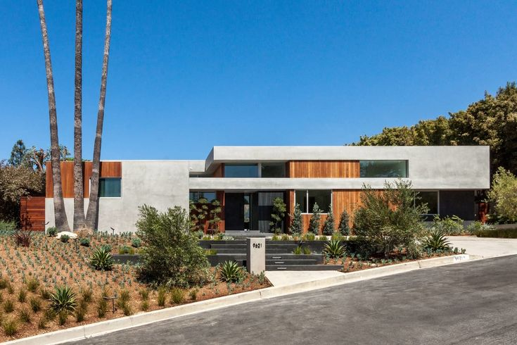 Offering lofty canyon views and poolside living, the Phineas Residence embodies the Californian way of life.