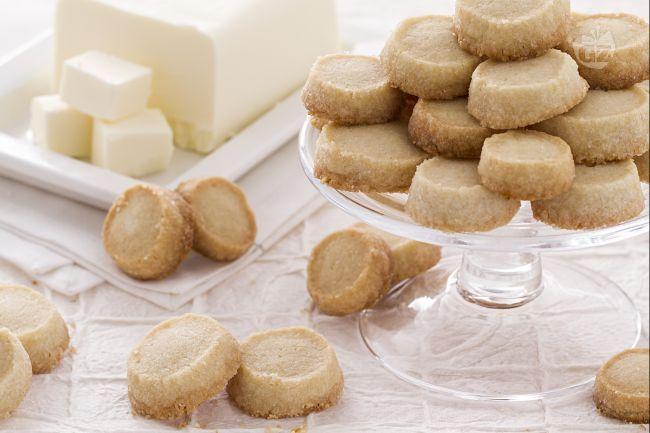 I biscotti sablés sono deliziosi biscottini rotondi molto facili da preparare e dal gusto avvolgente.