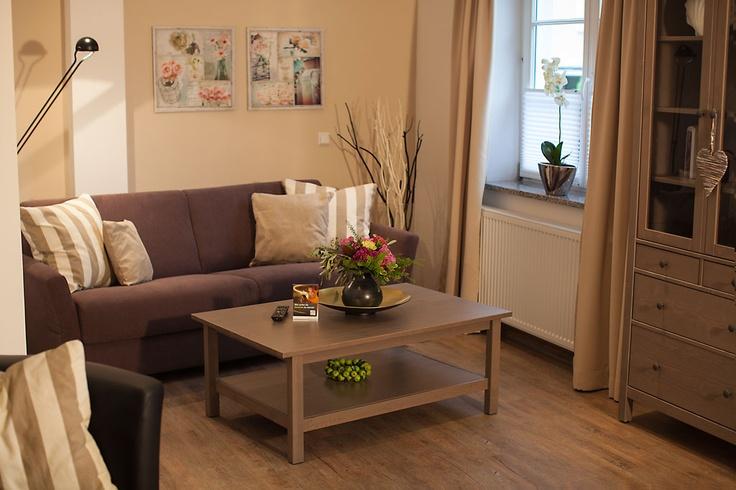 Genießen Sie gemütliche Stunden! Auf dem ausklappbaren Schlaf-Sofa finden zwei Personen bequem Platz.