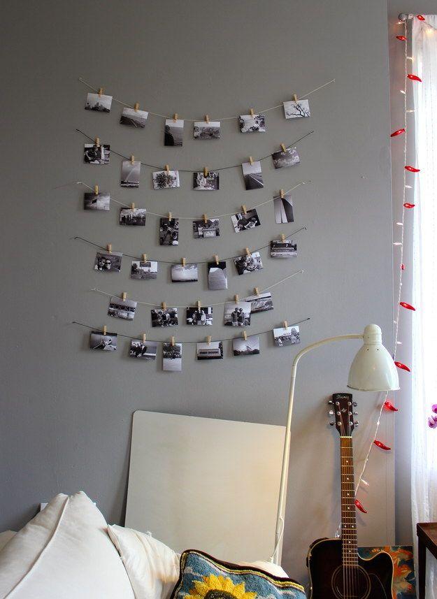 Utiliza cuerdas y pinzas para colgar tus fotos más preciadas.   17 Formas gratis de hacer tu apartamento más acogedor