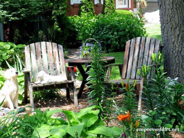 Outdoor seating areas: dreamy outdoor spaces - creative and inviting outdoor seating areas, places to read, nap, and dream.