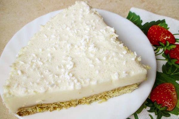 Лимонный тортик http://stryapuha-kuhnya.ru/limonnyj-tortik/  Торт получается красивый, с нежным лимонным привкусом и рассыпчатой основой. Такой торт не стыдно будет подать на праздничный стол с минимальным украшением. Можно сверху присыпать кокосовой стружкой для придания ещё более необычного вкуса. Тесто для коржа делается на варёных желтках, поэтому он получается рассыпчатым и хрустящим. Приготовление крема – суфле […]