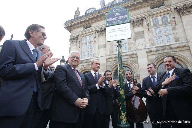 Paris 6e - La place Mahmoud-Darwich a été inaugurée lundi 14 juin 2010, quai Malaquais, à Paris, en présence, entre autres, de Mahmoud Abbas et de Bertrand Delanoë.