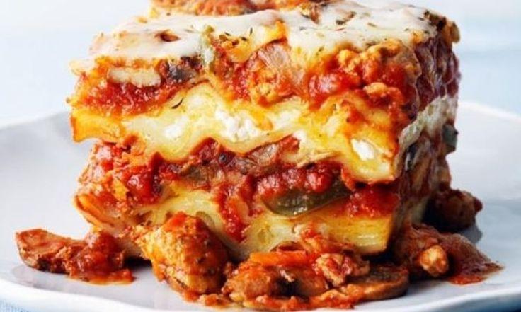 Lasagne au poulet et aux légumes/Cette recette de lasagne cuite à la mijoteuse est remplie de légumes et de délicieuses saveurs. En fin de journée, vous pourrez profiter des arômes de sauce aux tomates épicées et de fromage fondu./lepoulet.qc.ca