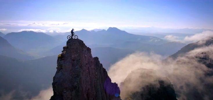 O atleta profissional de bike trial Danny MacAskill é conhecido por levar suas habilidades e manobras para locais até então inexplorados.