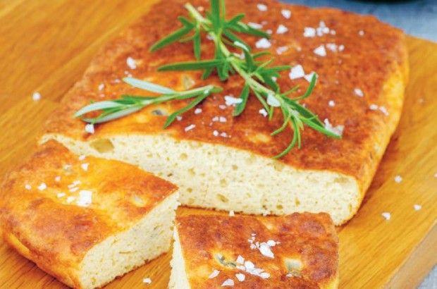 Baka LCHF bröd! En härlig LCHF focaccia passar utmärkt till många maträtter, eller varför inte som frukost? Här hittar du ett LCHF vänligt recept.