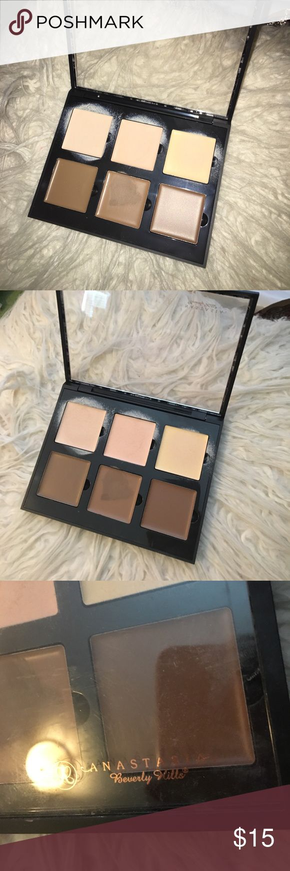 ABH Cream Contour Kit in Light Only been used once! Project was taken out with a CLEAN beauty blender Anastasia Beverly Hills Makeup Bronzer