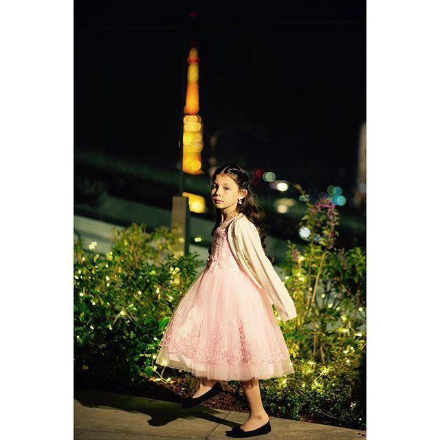 東京タワーが見えるテラスでのウェディングパーティー。 天使がいました。  partner @marth_graphy  #ノンフィクション #映画のワンシーンのよう #ウェディングフォト #挙式 #披露宴 #結婚式 #marthgraphy  #ウェディング #ブライダル #プレ花嫁 #卒花嫁 #卒花 #結婚準備 #結婚式準備 #2017春婚 #ブライダルフォト #ウェディングフォトグラファー #ブライダルカメラマン #結婚式カメラマン #japanprewedding #japanweddingphotographer #アンダーズ東京  #keicophoto #girl #縦写真が収まらない