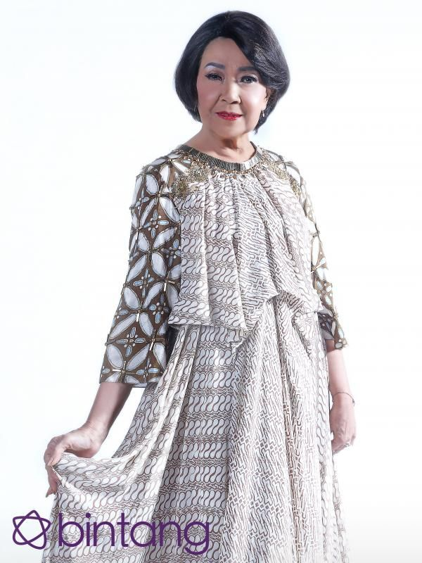 #Bintang3Generasi #1TahunBintang #EKSKLUSIF  Bakat seni seakan sudah mendarah daging dalam diri Rima Melati adalah salah satu kunci eksistensinya. Mengawali karir sebagai model, istri dari almarhum aktor Frans Tumbuan ini akhirnya mulai jatuh cinta pada seni peran yang pada mulanya tak pernah terbesit. Simak liputan EKSKLUSIFnya dengan klik link di bio Bintang.com.  #RimaMelati #Aktris #Bintang #Indonesia