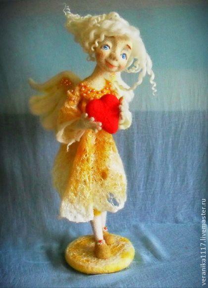 Авторская кукла из шерсти `День Ангела`. Интерьерная кукла по мотивам работы 'Нежный ангел'. Выполнена в технике сухого и мокрого валяния шерсти. В основе проволочный каркас, позволяющий менять позу.