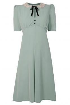 Lace Collar Dress: Looks 40's inspired. No wonder she looked like she was wandering the Highlands in naught but a shift.