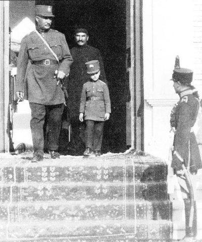 Pahlavi Dynasty: Mohammad Kahn Pahlavi and a very young Reza Mohammad Pahlavi.