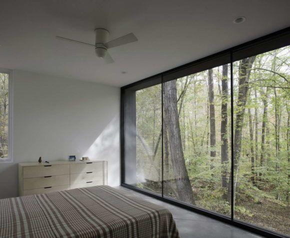 Минималистский лесной дом в США