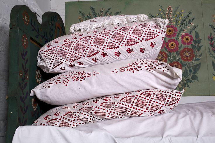 Poduszki z łóżka krakowskiego, Muzeum Etnograficzne im. Seweryna Udzieli w Krakowie / Cushions from the Kraków's bed, The Seweryn Udziela Ethnographic Museum in Kraków