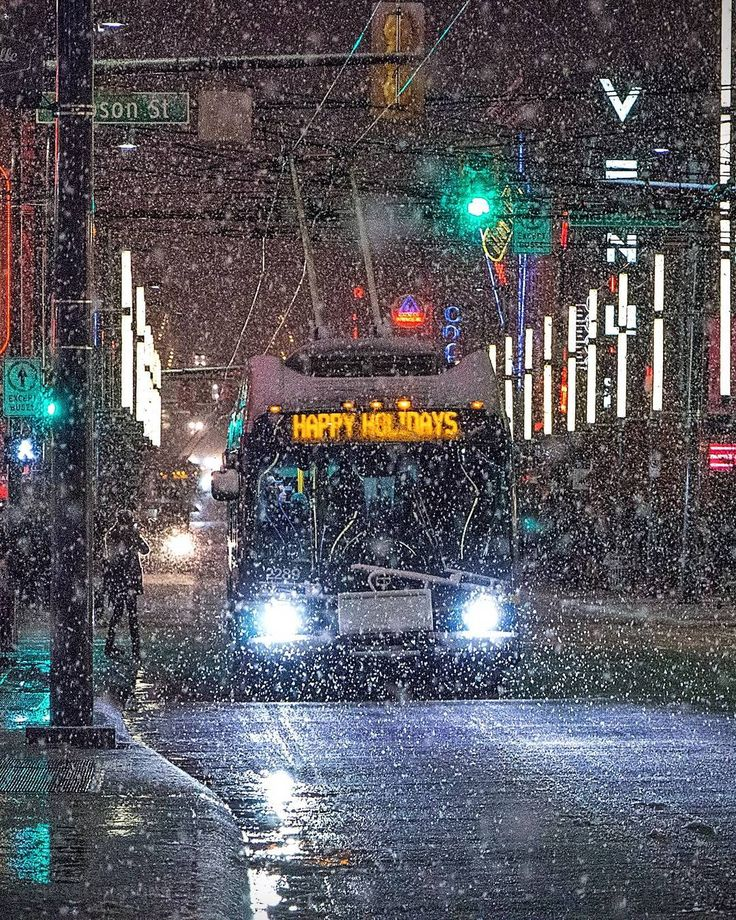 HAPPY HOLIDAYS   They say we might have white Christmas after all  Here's another flashback to December of 2016 when the snow just didn't seem to end. Hope everyone is enjoying their holidays  #Snowcouver #GranvilleSt #Vancouver @Vancouver_Canada #VeryVancouver #VisitaVancouver #CuriocityVan #VancityFeature #DailyHiveVan #NarcityVancouver #VancityVibe #VancityNow #Photos604 #604Now #nieve #neve #VancouverIsAwesome #ExploreBC #ExploreCanada #ImagesOfCanada #EnjoyCanada #CanonCanada…