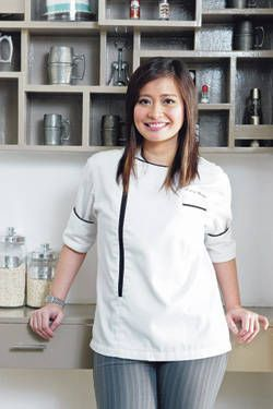 Rosebud Benitez is a Filipina celebrity Chef. #Pinays #Filipina #Chef…