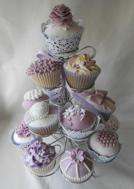 Parma Violet vintage cupcakes  Cake by Bezmerelda. @Lara Elliott Elliott Elliott Apple